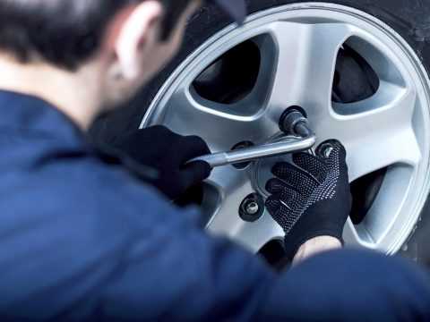 Huntington-Beach-Auto-Shops-Offer-Tire-Services-for-Ford-Models